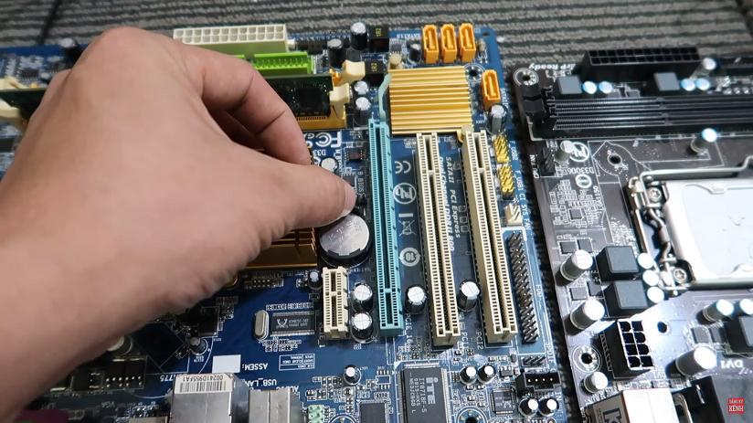 Cách tháo lắp thay pin Cmos cho máy tính pc