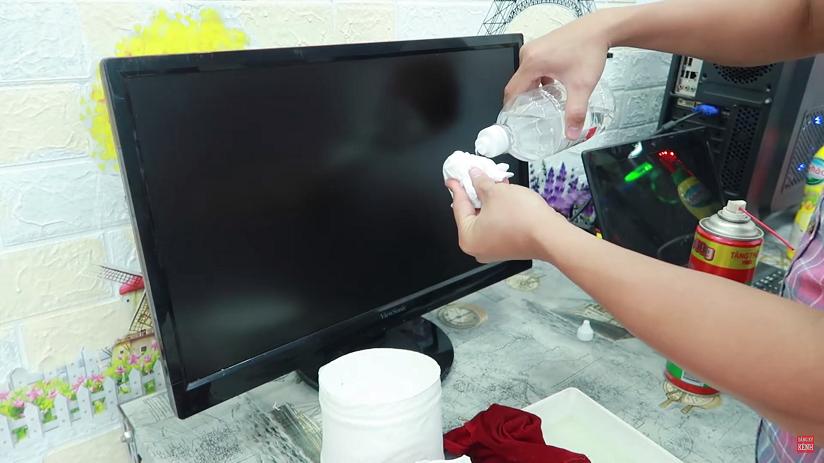 Hướng dẫn cách vệ sinh màn hình pc và laptop tại nhà