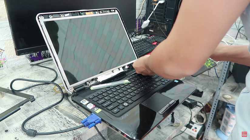 Tự sửa màn hình laptop bị tối lang thang đi mua cao áp trên mạng